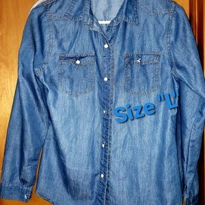 Loose fit, ice blue denim shirt